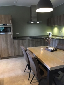 Uitgebreide moderne keuken