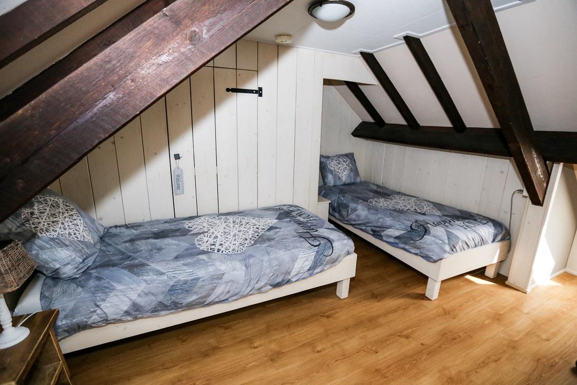 2 Personen Dachboden